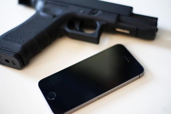 "iPhone居然能发射""激光""? 画面太美不敢看"