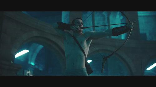 法鲨演绎信仰之跃 《刺客信条》电影首支预告片释出