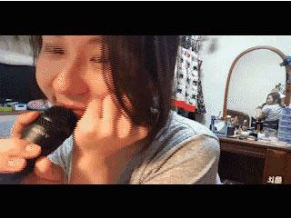 毛骨悚然!日本女主播遇灵异事件 镜中背影神秘转身