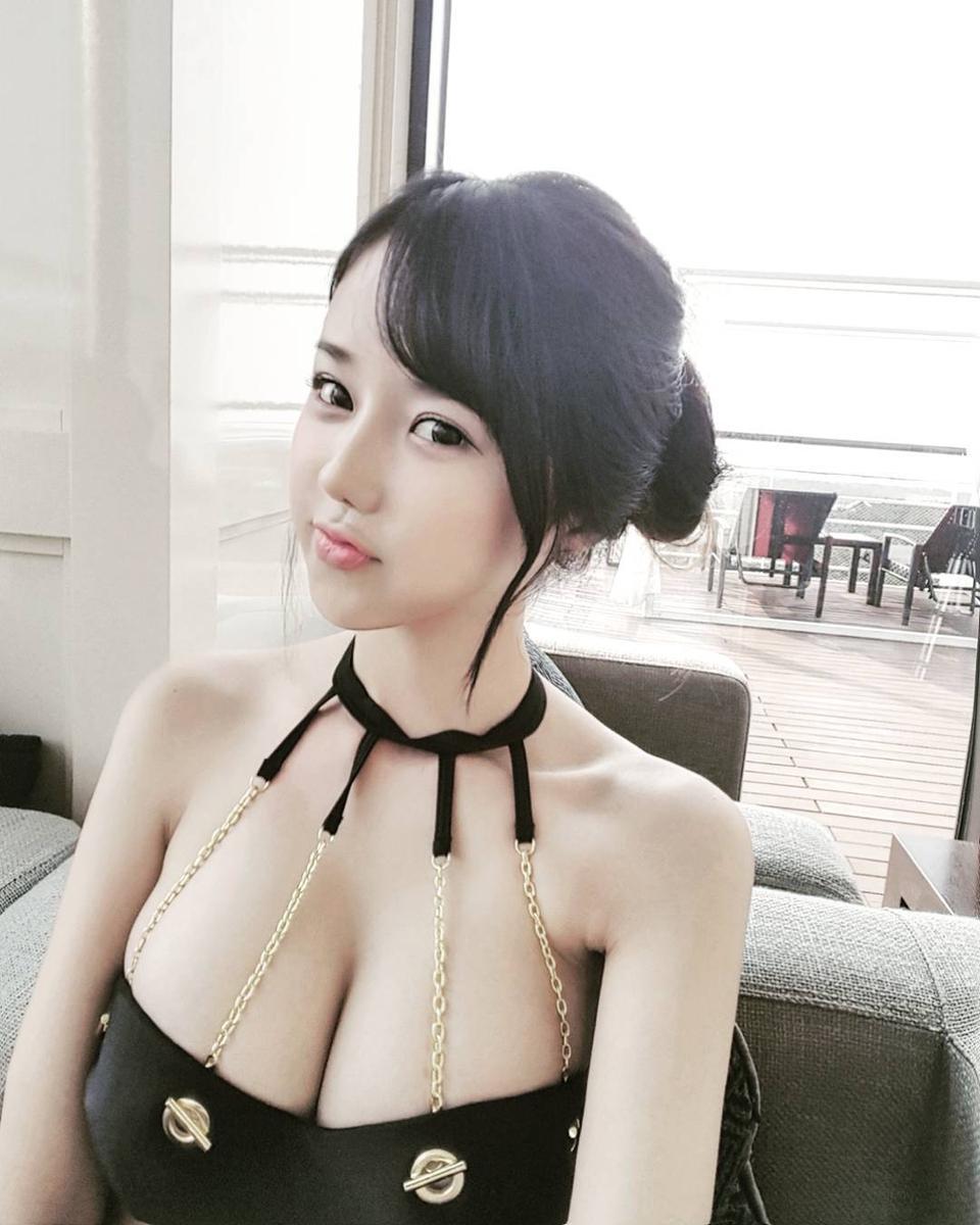 这波我服!韩国娜美身材女主播李秀彬再晒私照