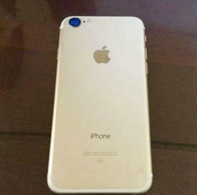 """iPhone7""""大眼睛""""泛蓝光   土豪金版苹果真带劲"""