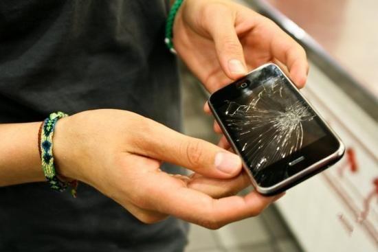 """全玻璃 iPhone?""""破裂门""""或许真的会来……"""