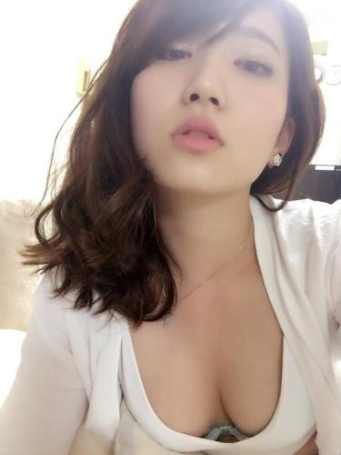 日本新晋嫩模晒写真 长腿大胸御姐范十足