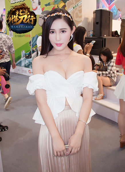 Chinajoy2016:最美showgirl变身《北凉悍刀行》精英指战员