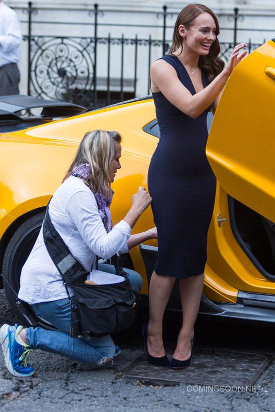 《变形金刚5》伦敦拍摄片场照 女主携全新大黄蜂现身