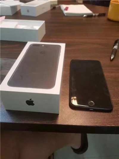 经销商到货iPhone 7:提前一览亮黑色的新 iPhone