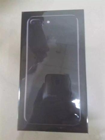 iPhone 7黑色、亮黑色真机对比:灵感是亮点