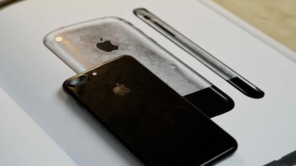致敬一代iPhone iPhone 8可能采用水滴设计