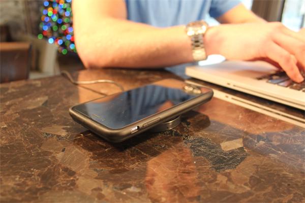 充电宝+无线充电,一个iPhone 7 保护壳搞定