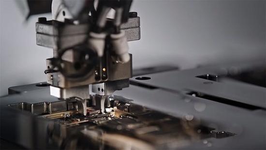 变废为宝 报废苹果手机也能拆解出黄金