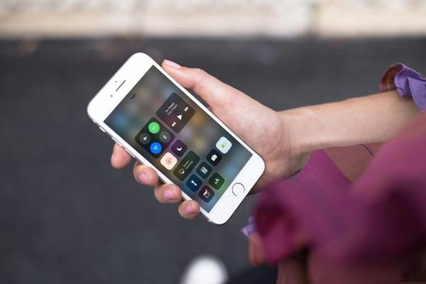 iOS 11 beta致iPhone不可用?或许因它