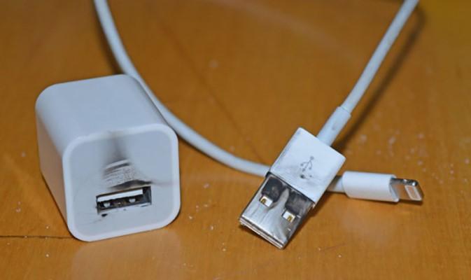 iPhone充电充不进去怎么办?苹果无法充电解决方法
