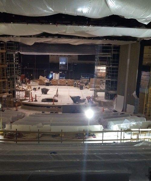 和iPhone 8一同亮相的乔布斯剧院长啥样?