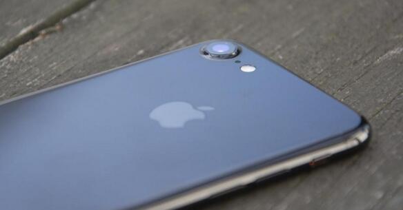 买iPhone 8还是iPhone 7更值?对比就知道