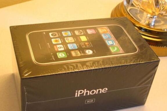 新iPhone贵 但这部初代iPhone是它15倍