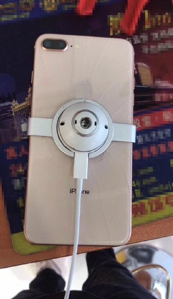 苹果iPhone 8 Plus首碎:这画面…