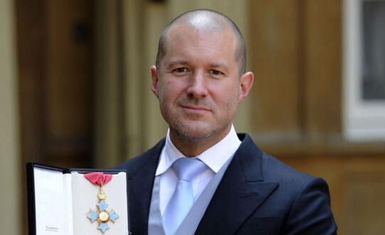 乔纳森为什么会说人们过度依赖iPhone了?