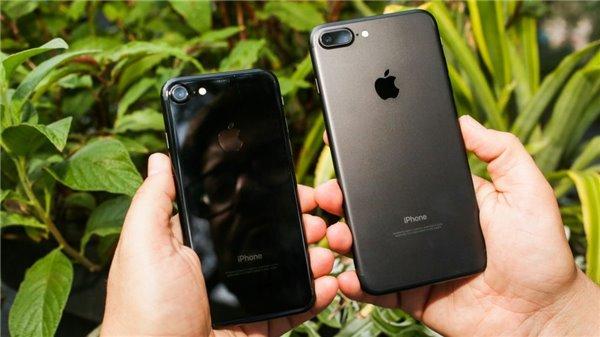 2017年智能手机年度之颜色:红