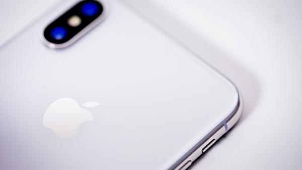 曝苹果iPhone XII搭载三摄像头:1200万像素,5倍变焦