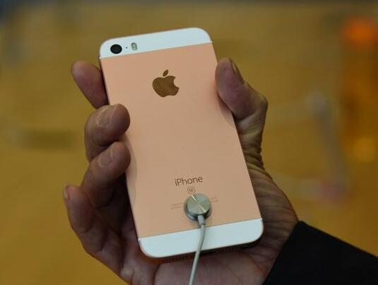 iPhone目前最惨的一部手机 价格还不如国产机贵!