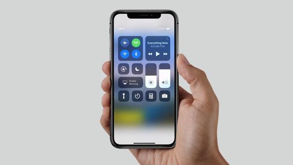 千万别摔,iPhone X 后置摄像头损坏面容ID也不能正常工作