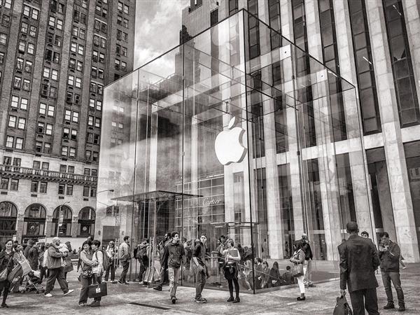 苹果下狠手!为了iOS:封杀分享用户地理位置的应用