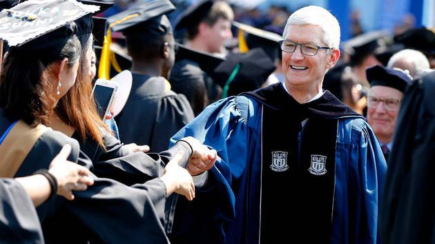 苹果CEO库克大学演讲:毕业生要无所畏惧