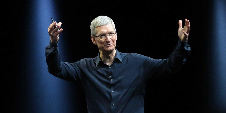 苹果市值破万亿  库克追忆乔布斯