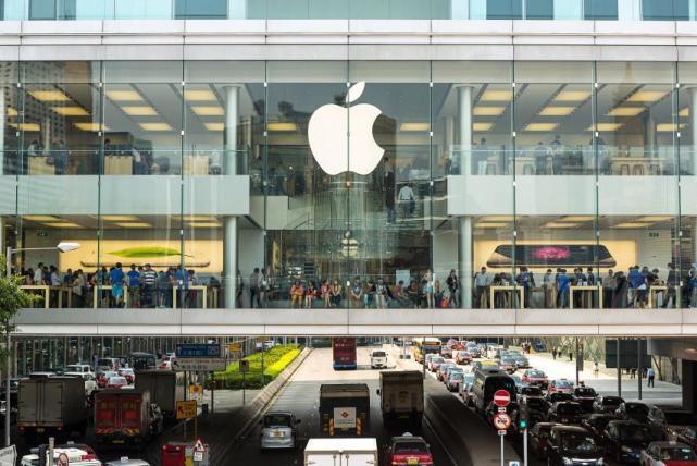 """苹果新专利曝光:汽车前挡玻璃当""""手机屏"""",可显示导航通话"""