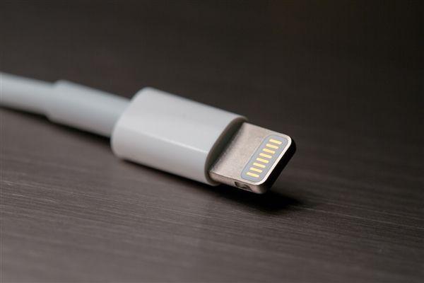 疑似苹果 iPhone 快充线连接器实物首次曝光
