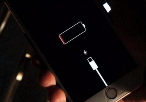 iPhone 显示有电但会自动关机,是什么原因?