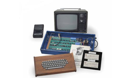 苹果一代电脑以36.5万美元拍卖