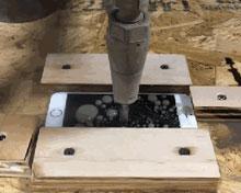 当苹果iPhone7遇上高压水刀  如此虐待真的好吗?