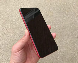 不喜欢白色前脸?看看原汁原味的前黑后红iPhone
