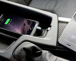 可让iPhone在宝马车内无线充电的保护壳,来一个!