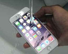 带iPhone 7洗澡请三思   进水不保修