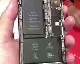 苹果人性花式炫技 iPhone X内部竟有两块电池