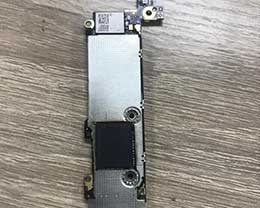 全球首台512GB容量iPhone SE上手:内存颗粒比手机贵