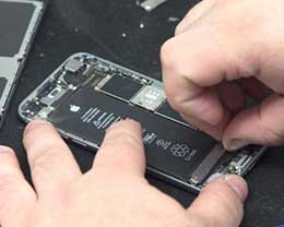"""想换iPhone电池得先修其他故障 这是""""霸王条款""""吗?"""
