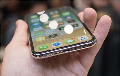 什么?苹果iPhone X曾考虑移除Lightning接口