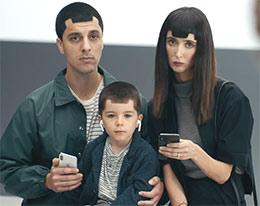 三星广告嘲笑iPhone X刘海屏、无SD卡槽等