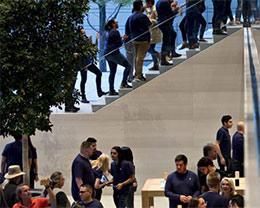 iPhone之后苹果靠什么?答案显然是服务+配件