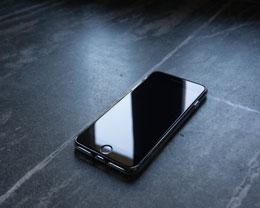 在硬件参数大致相当的前提下,为什么 iPhone 远比安卓手机更流畅?