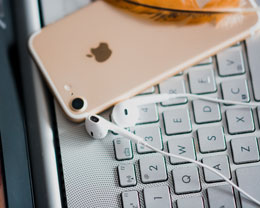 消失的 3.5 mm 接口 | iPhone 取消耳机接口是利是弊?