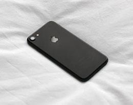 苹果 iPhone 卡贴机和黑解有什么区别?