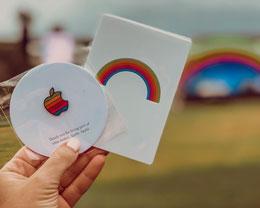 Apple Park 正式开园,经典彩虹配色装饰遍布全园