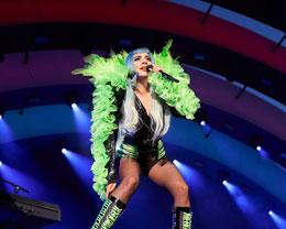 为庆祝苹果新总部正式落成,Lady Gaga 在 Apple Park 举办演唱会