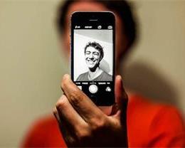 iPhone 自拍照片为什么会被自动水平翻转?
