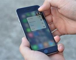 如何将 iPhone 屏幕内容放大显示?