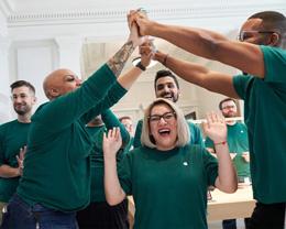 苹果已在美国创造 240 万工作岗位,将在五年内完成 3500 亿美元投资